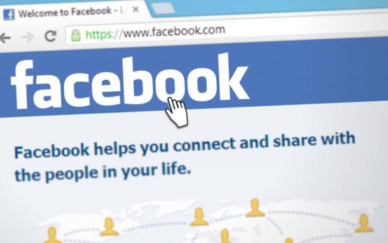 Facebook a klíčová slova