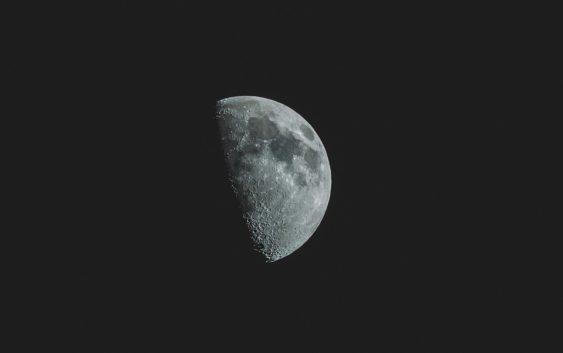 Čínská sonda dosáhla úspěchu. Přistála na odvrácené straně Měsíce