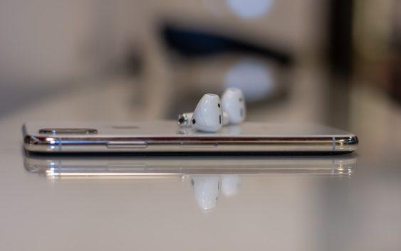 Nedostatky AirPods, které objeví jen ti, jež sluchátka dlouhodobě využívají